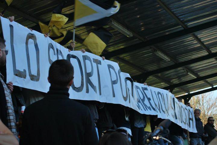 Το πανό των Ardita: Κάτω τα χέρια σας από το λαϊκό αθλητισμό